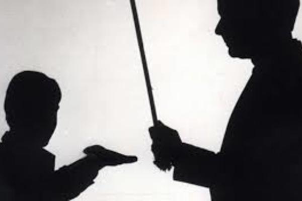 Trung Quốc: Bắt hiệu trưởng trường cấp 2 đánh đập nữ sinh 13 tuổi