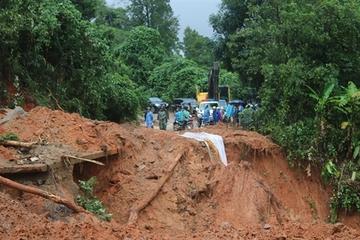 Thủ tướng yêu cầu nghiên cứu nguyên nhân trượt lở đất tại miền Trung