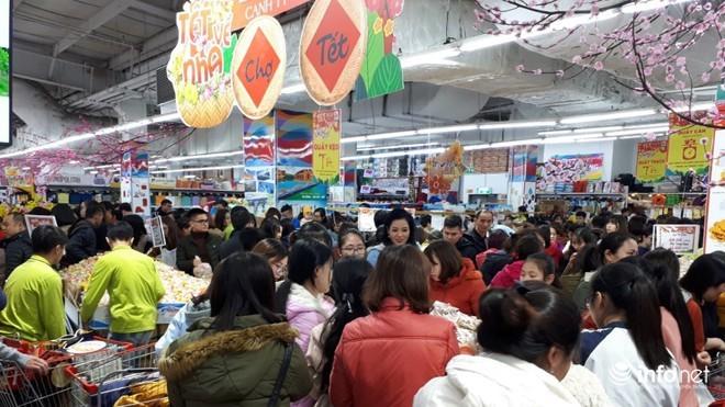 Hàng chục nghìn tỷ dồn vào hàng Tết, siêu thị mở cửa đến chiều 30