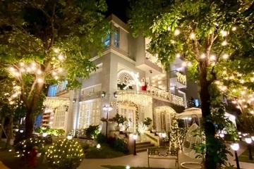 Vợ chồng Thúy Hạnh decor biệt thự 200m2 trước đêm Noel như cung điện lung linh