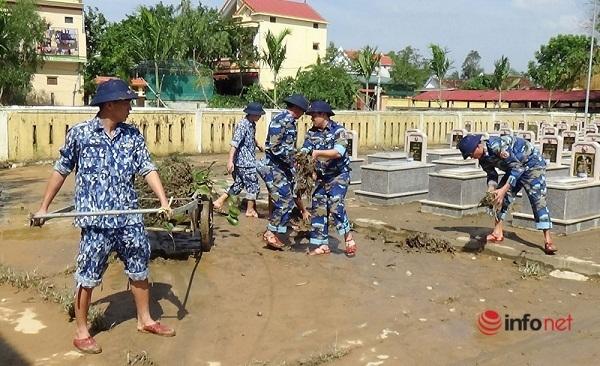 Chùm Ảnh: Cảnh sát biển tặng quà, giúp dân khắc phục hậu quả thiên tai bão lũ