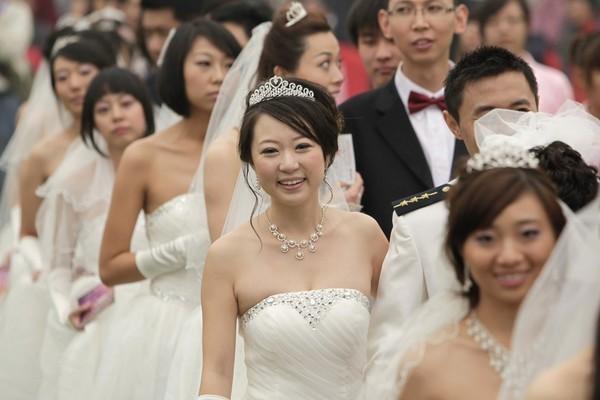 'Khóc dở mếu dở' với hôn nhân kiểu mới ở Trung Quốc