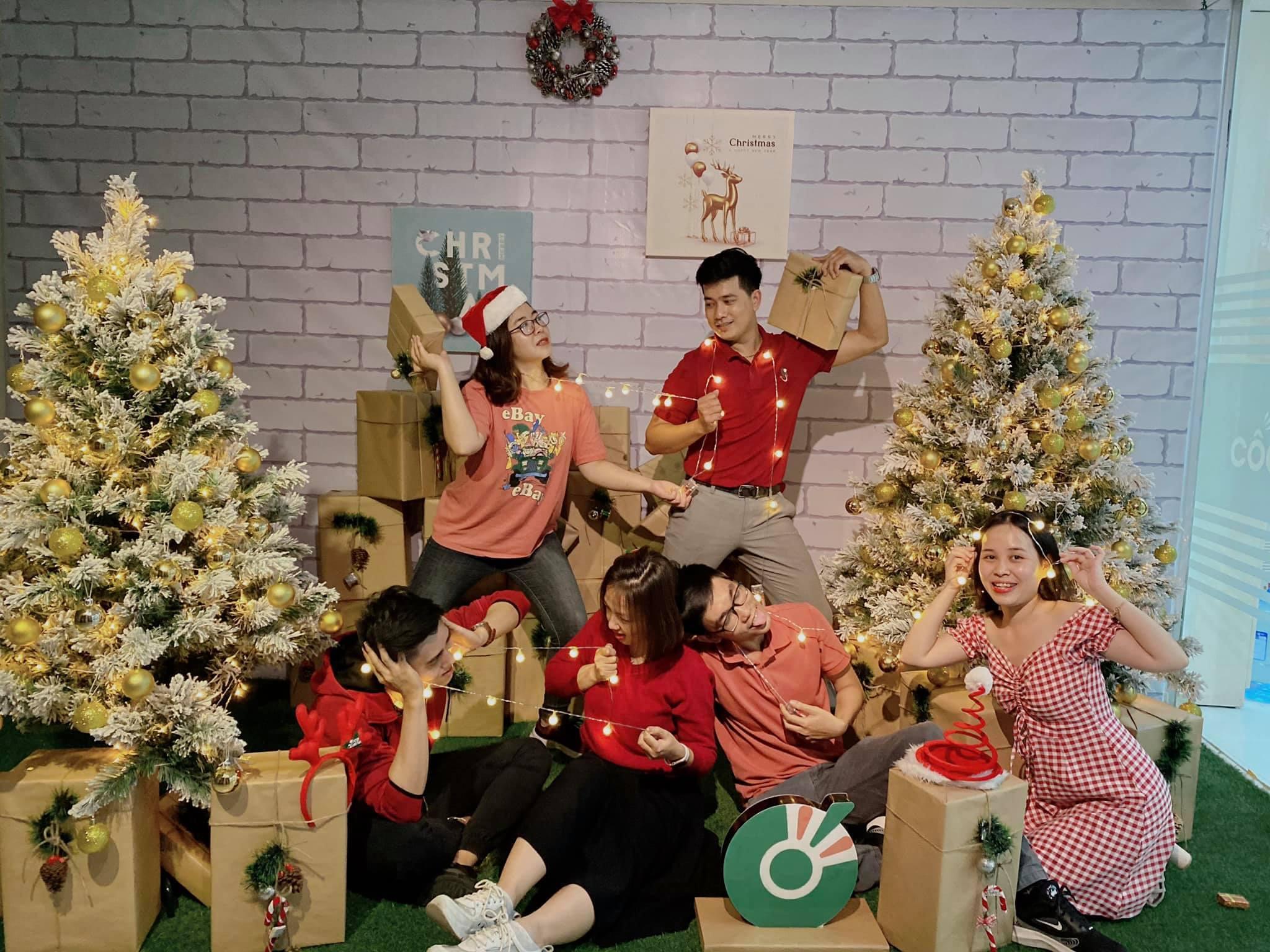 """Phong cách chụp ảnh Giáng sinh siêu ngầu của """"hội bạn nhà người ta"""""""