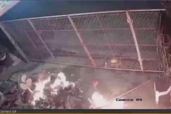 Mang 10 lít xăng đốt nhà hàng xóm: Cần khởi tố tội giết người mới đủ sức răn đe