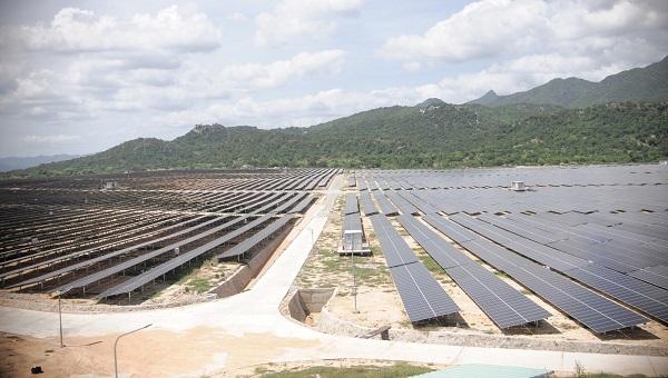 Khánh Hòa: Bàn giao 40 ha đất để triển khai dự án điện mặt trời hơn 1.000 tỉ đồng