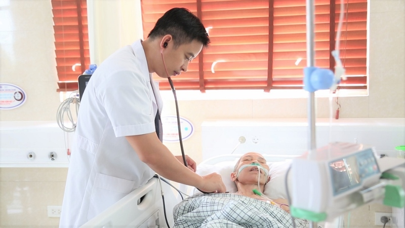 Bác sĩ sốc khi bệnh nhân hỏi 'không biết đột quỵ phải nằm yên à?'