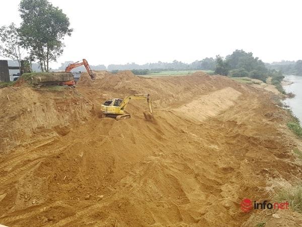 Hà Tĩnh: Hàng ngàn khối đất từ dự án kè chống sạt lở bờ sông đang đi về đâu?