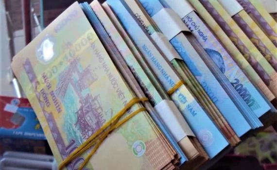 Cận Tết: Dịch vụ đổi tiền lẻ tái xuất, náo động trên chợ mạng