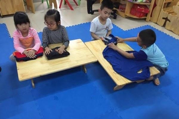 Trẻ lớp 1 đi học thêm bởi cha mẹ không có nghiệp vụ sư phạm làm sao dạy?