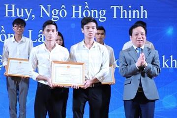 Hai sinh viên Đà Nẵng giành giải nhất trong Festival Khoa học Công nghệ Đà Nẵng
