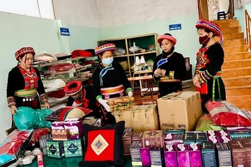 Nhiều người Dao tăng thu nhập nhờ chuyển đổi số