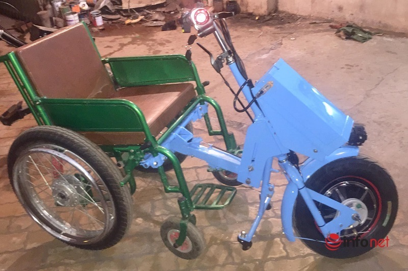 Giám đốc ngồi xe lăn và sáng kiến đầu kéo xe lăn dành cho người khuyết tật