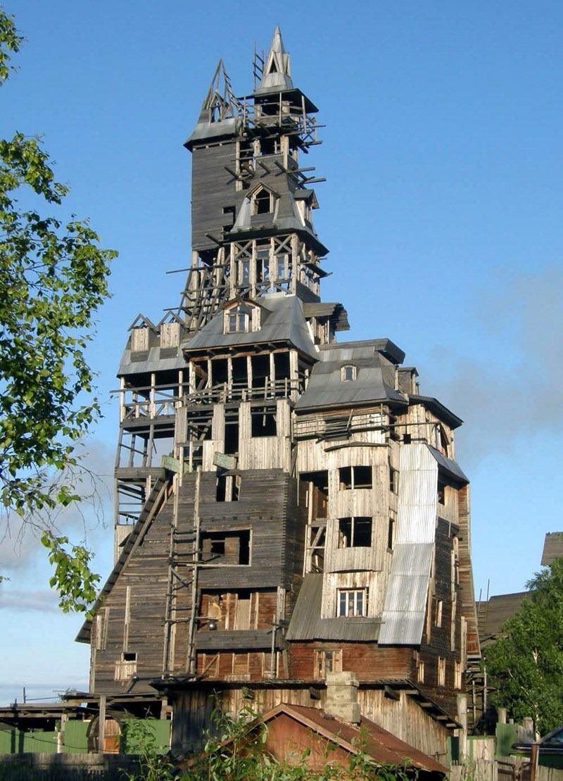 Lạ mắt với kiến trúc độc đáo của căn nhà gỗ 13 tầng ở Nga