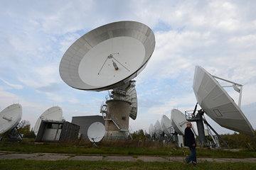 Nghiên cứu, phát triển phân hệ xác định và điều khiển tư thế vệ tinh