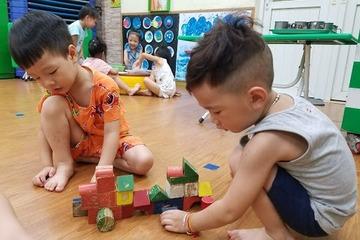 """Giáo dục sớm không phải dạy con kiểu """"thiên tài"""", ép học chữ trước lớp 1"""