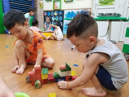 Giáo dục sớm không phải dạy con kiểu 'thiên tài', ép học chữ trước lớp 1