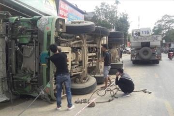 Thanh Hóa: Xe tải lật trên QL, tài xế tử vong tại chỗ