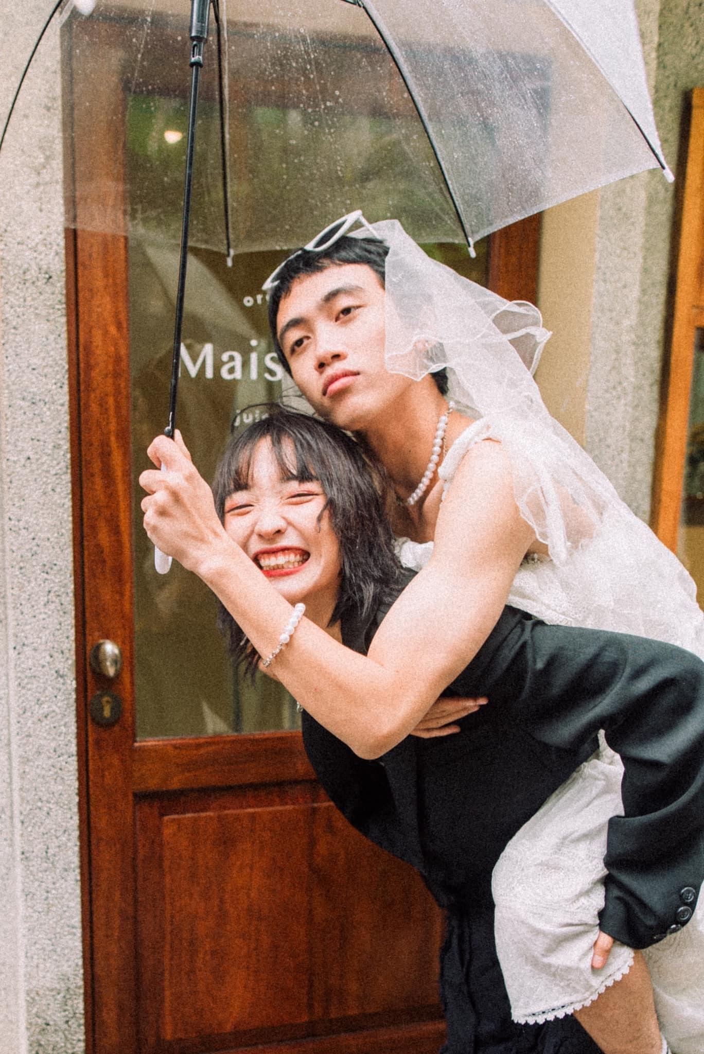 Mới lạ ảnh cưới 'hoán đổi' cô dâu chú rể của cặp đôi yêu xa