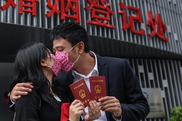 Tỷ lệ kết hôn ở Trung Quốc giảm chưa từng có, tái hôn lại tăng mạnh