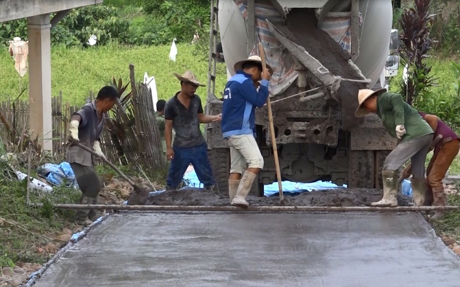 """""""Hô biến"""" tro xỉ của Nhiệt điện Na Dương thành đường giao thông"""