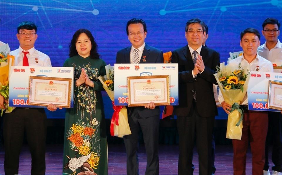 Thầy giáo Vật lý 'ẵm giải thưởng' 100 triệu đồng từ đam mê nghiên cứu khoa học