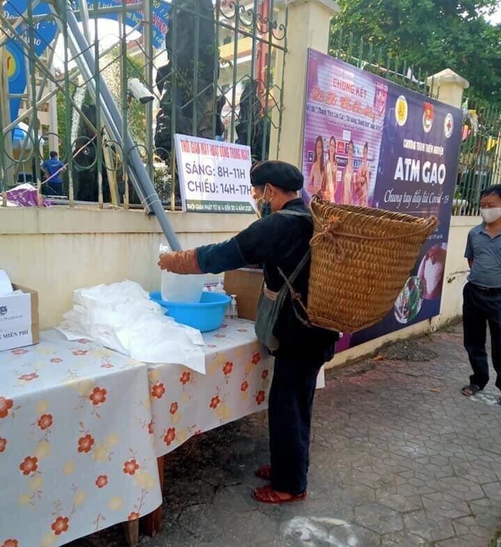 """Chuyện cảm động chưa kể về """"cây ATM gạo"""" của học sinh Lào Cai"""