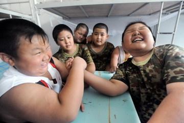 'Cuộc chiến' giảm cân của trẻ mầm non bị béo phì ở Trung Quốc