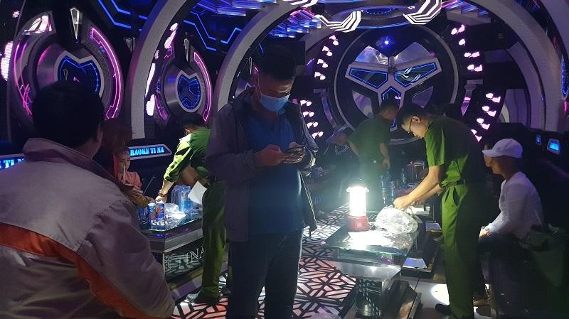 Lâm Đồng: Phát hiện hàng chục thanh niên dương tính ma túy trong quán karaoke