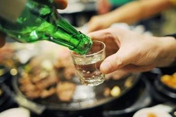 Càngnhiệt tình ép nhau uống càng nhanh rủ nhau ra nghĩa địa