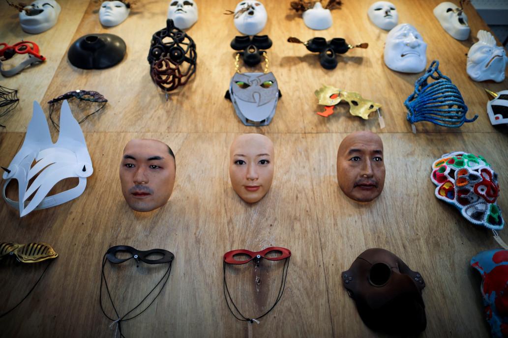 Choáng với sáng kiến mặt nạ siêu thực của Nhật Bản