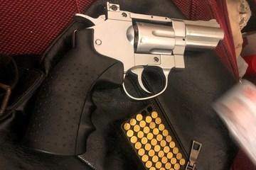 Hải Phòng: Bắt quả tang đối tượng giấu ma túy cùng nhiều vũ khí nóng trong nhà