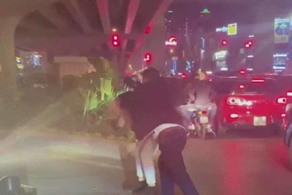 CSGT Hà Nội cảnh báo những 'phút nóng nảy trên đường', hành hung người khác là phạm pháp!