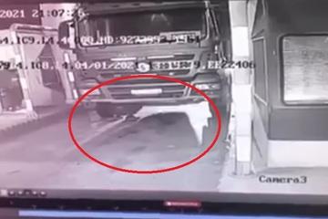 Tài xế bị xe tải cán qua người tử vong tại trạm thu phí