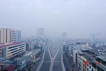 Ô nhiễm không khí ở ngưỡng nguy hại, bầu trời Hà Nội mờ mịt suốt cả ngày