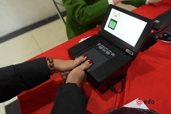 Hà Nội: Làm căn cước công dân lưu động tại nơi cư trú, chưa 'chốt' ngày trả thẻ