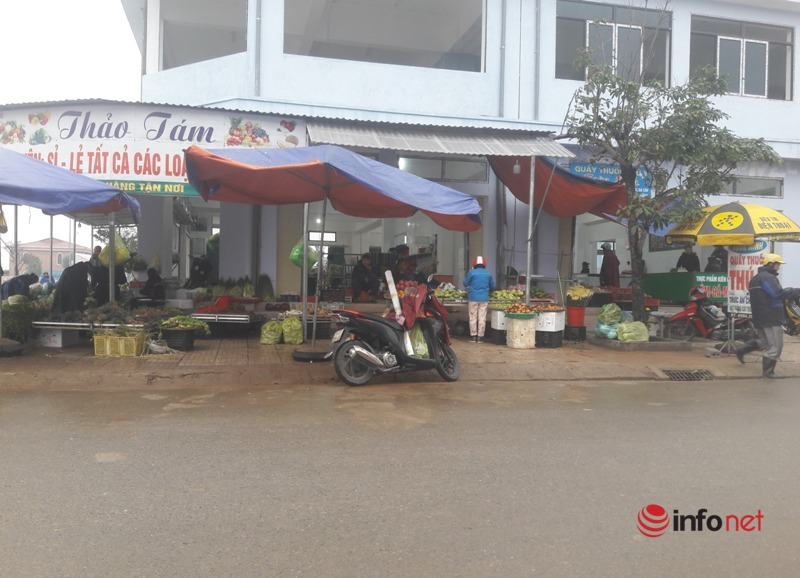 Hà Tĩnh: Sau 2 tuần dẹp bỏ, chợ tạm Phú Nhân Nghĩa lại tái xuất bất chấp lệnh cấm