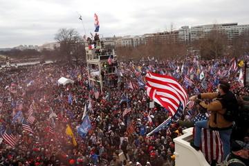 Thế giới 'sốc' trước cảnh bạo loạn ở Điện Capitol khi đã có người thiệt mạng