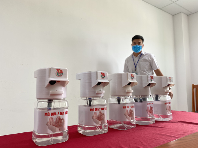Độc đáo máy rửa tay sát khuẩn của sinh viên Đại học Đà Nẵng