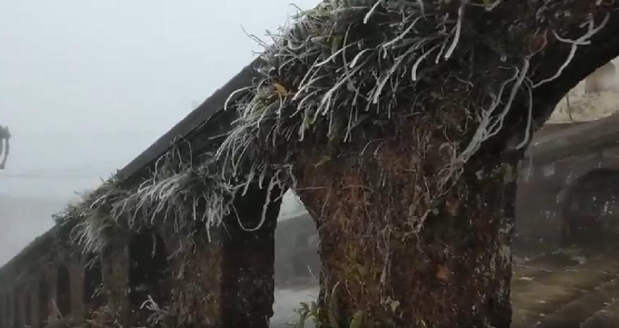 Ba điểm xuất hiện băng tuyết vào cuối tuần, dân tình rậm rịch rủ nhau đi xem