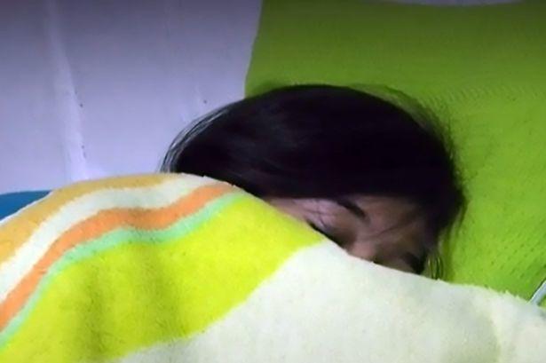 Cô gái 17 tuổi có khả năng ngủ liên tục trong hai tháng
