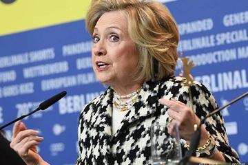 Bà Hillary 'trêu chọc' ông Trump sau khi bị Twitter chặn