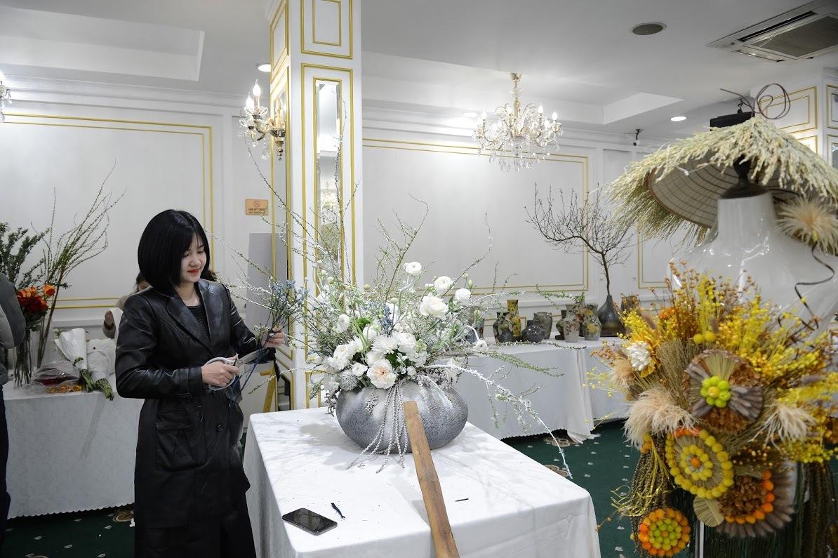 'Đã mắt' với những tác phẩm tuyệt đẹp của các nghệ sĩ hoa Việt Nam