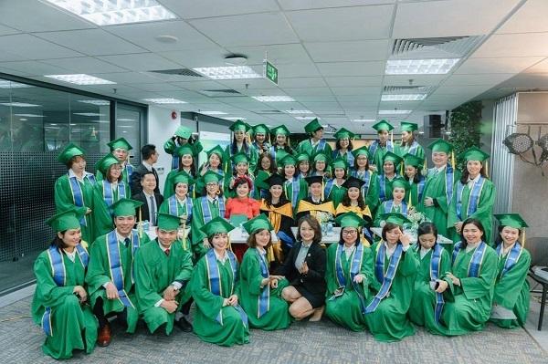 Tôn vinh tư vấn viên chuyên nghiệp với lễ tốt nghiệp MFA đầu tiên