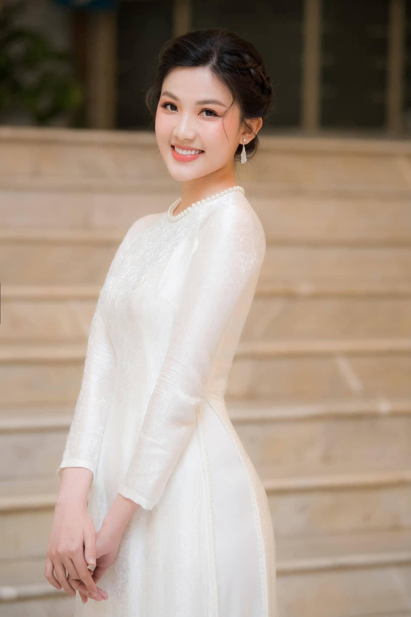 Xinh đẹp như Lương Thanh mà còn độc thân 100%, bố mẹ chẳng muốn cho lấy chồng