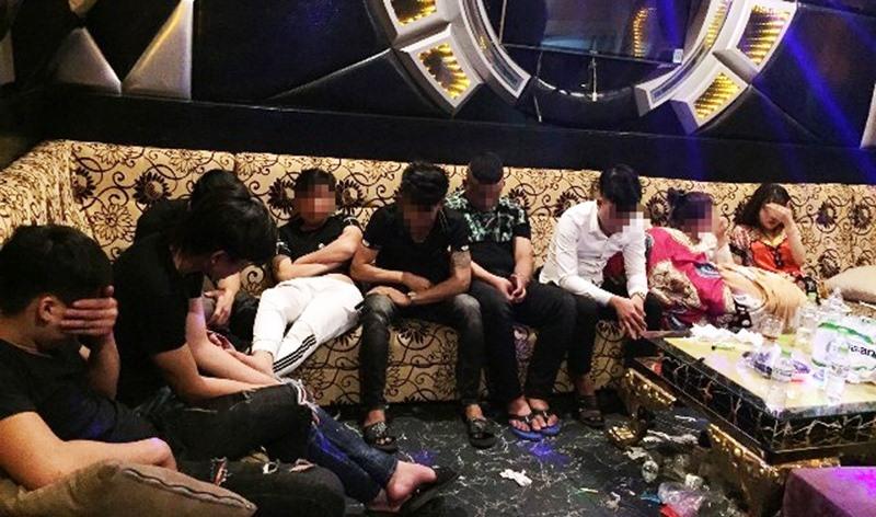 """Quảng Nam: Phát hiện 47 nam nữ """"phê"""" trong quán karaoke lúc rạng sáng"""