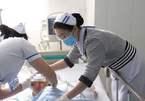 Vụ cha chém con 5 tuổi: Bé qua cơn nguy kịch, bệnh viện miễn toàn bộ chi phí
