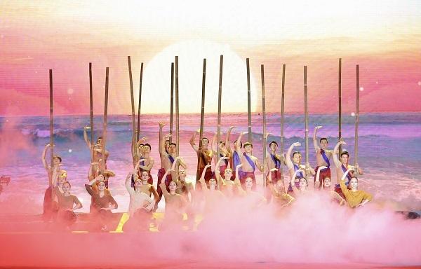 Nam Phú Quốc rực sáng pháo hoa chào đón sự kiện đảo Ngọc lên thành phố