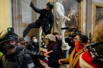 Nguy cơ bạo loạn bùng phát khắp nước Mỹ nếu ông Trump bị phế truất