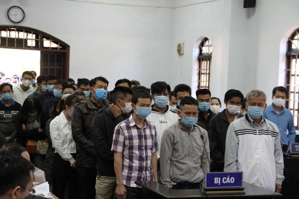Bị cáo 'bị động kinh', tòa xử trùm xăng giả Trịnh Sướng phải hoãn