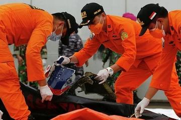 Tai nạn máy bay Indonesia: Lực lượng cứu hộ khoanh vùng tìm hộp đen